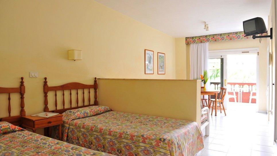 SERVICIO DE LIMPIEZA Hotel Coral Teide Mar ★★★